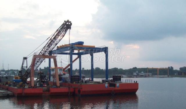 Open Field-Legged Travelling Crane