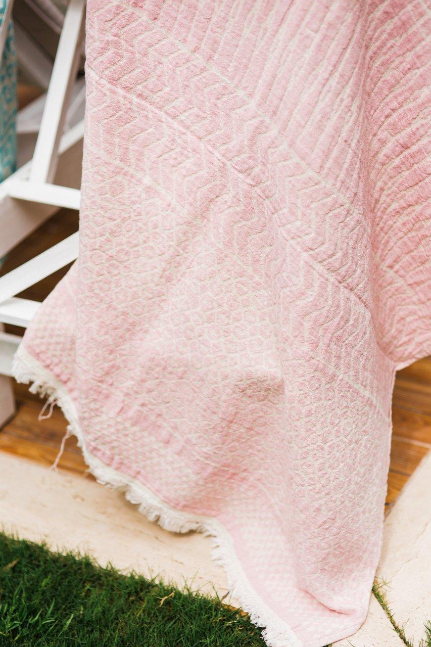 Pale Pink Pesthemal