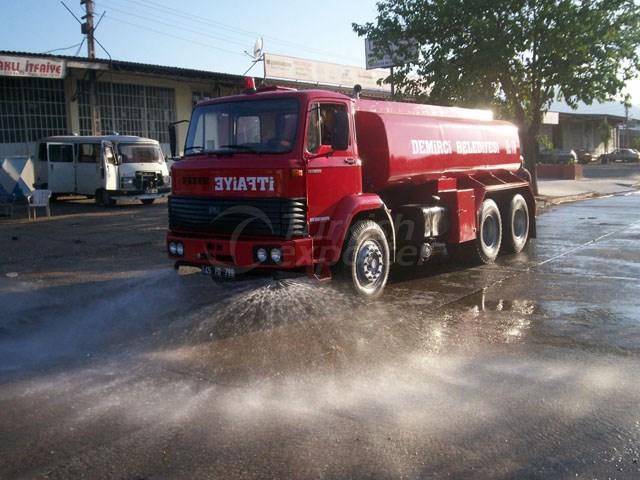 Camions citernes d'eau