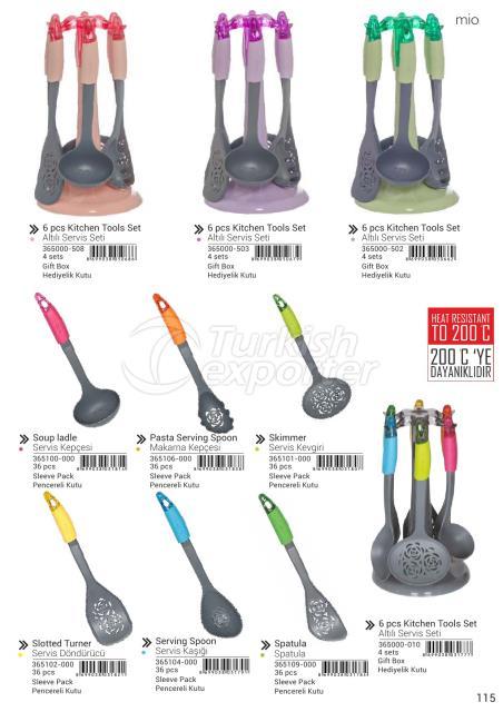 أدوات المطبخ تيرنر ، ملعقة ، ملعقة