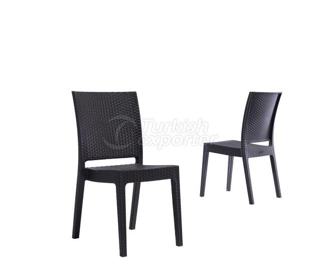 Bonito sillón de mimbre marrón