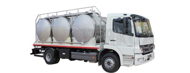 Réservoir de transport de lait avec trois réservoirs