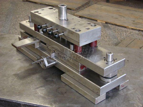 Frame Junction Machine