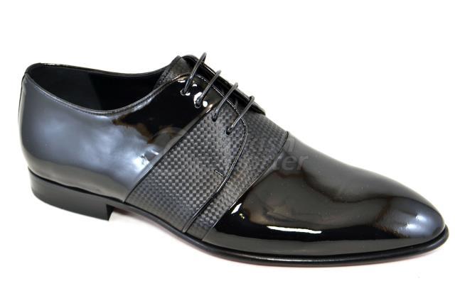 4852 حذاء أسود