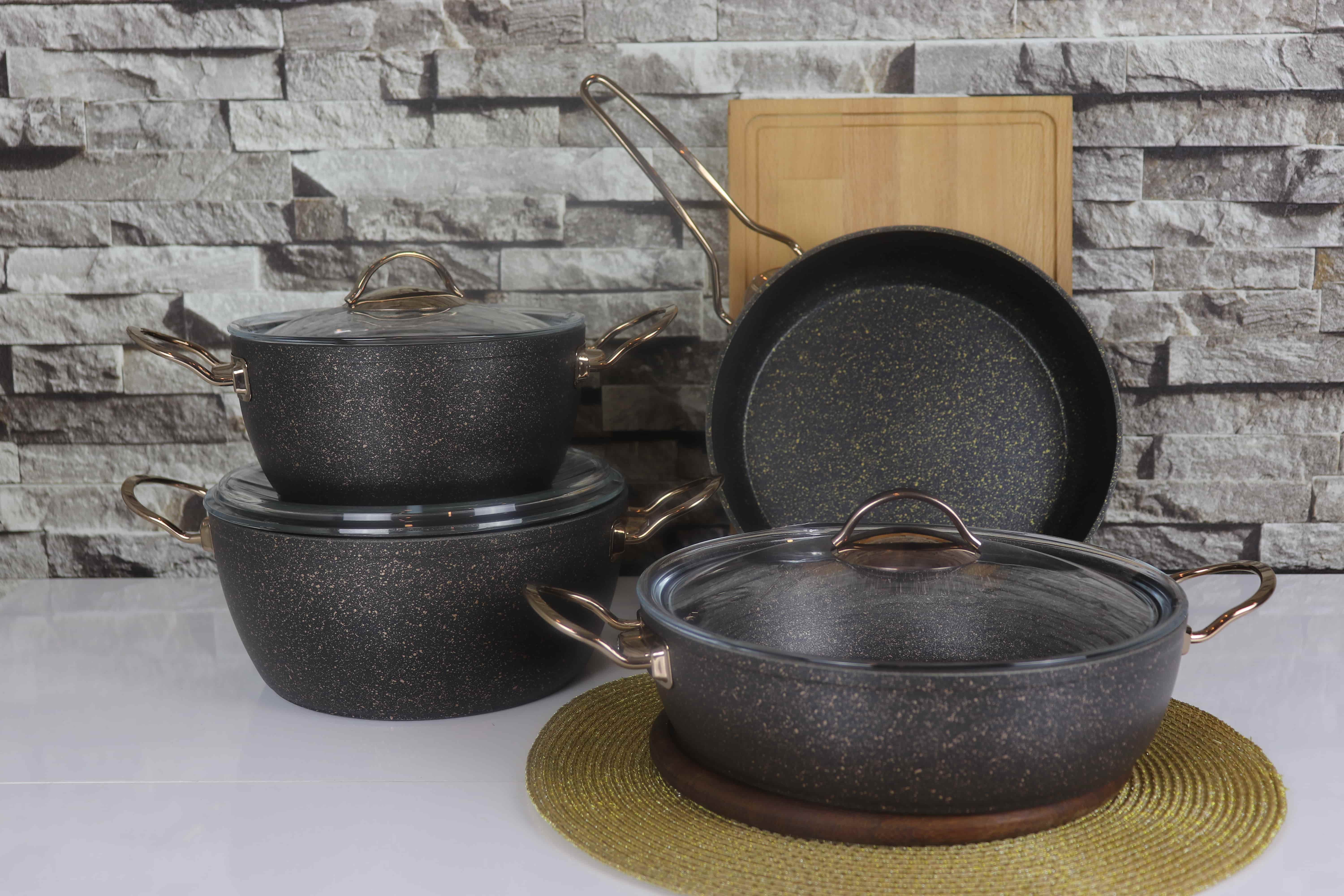 COOKWARE SET WITH COPPER HANDLE