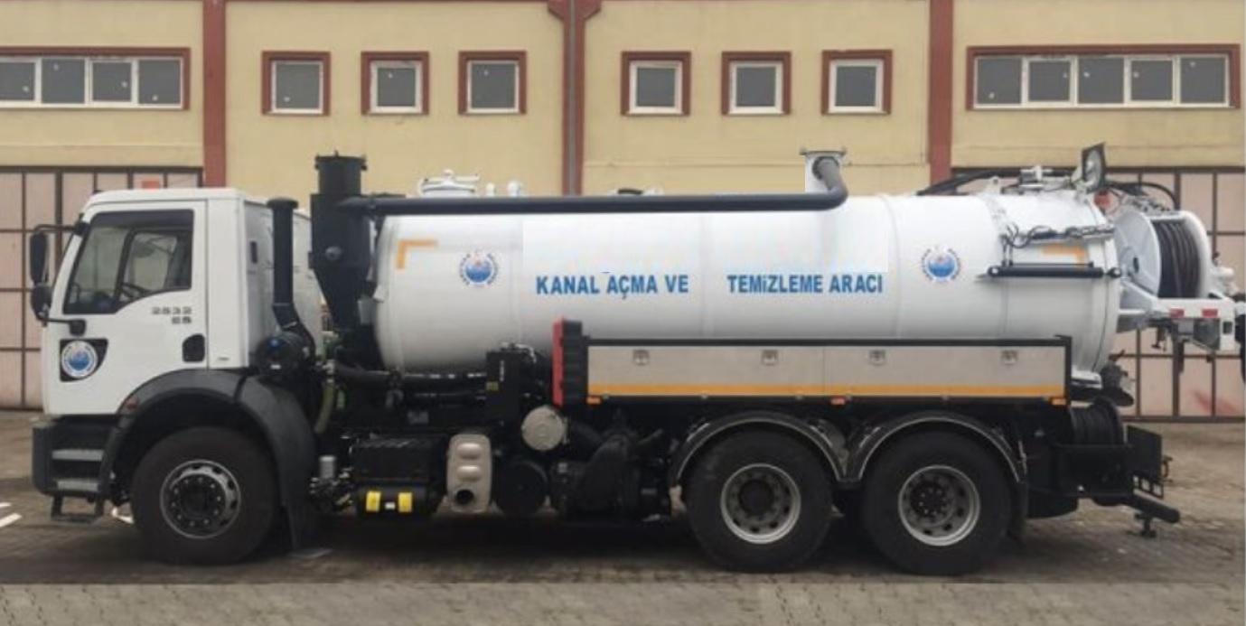Camions de rainurage et de nettoyage