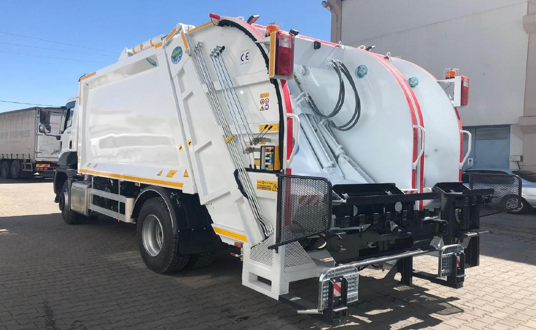 Double Bin Lifter Garbage Truck