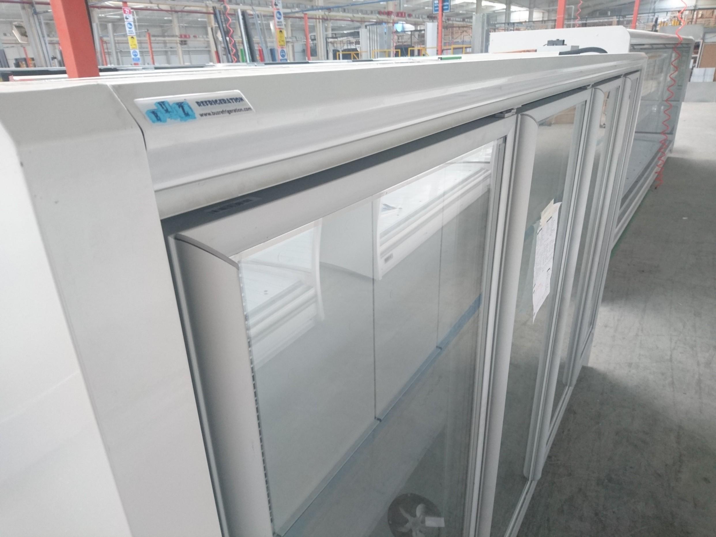 multideck cabinet with vertical glass door -18